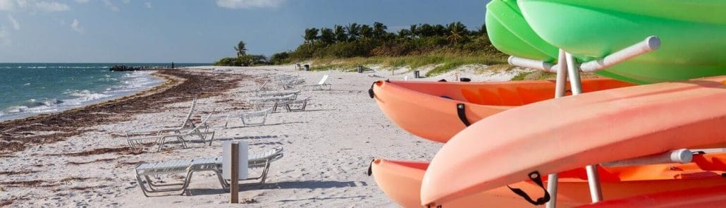 lewes vacation rentals, kayaks and sun chairs on beach
